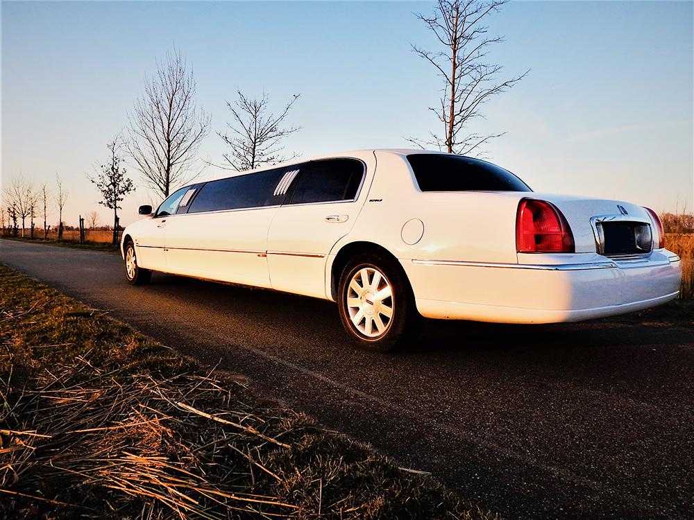 In2Heaven-witte-lincoln-limousine-huren